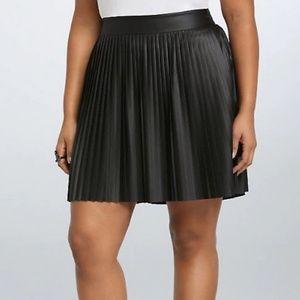 Torrid Black Pleated Pleather Skirt - Size 4
